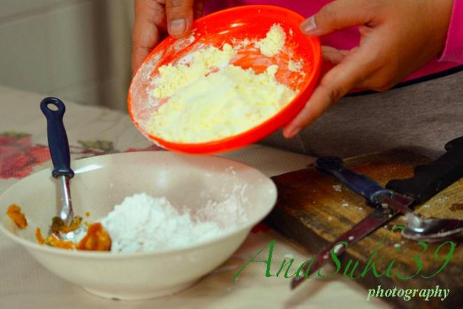 Pour the cream milk powder